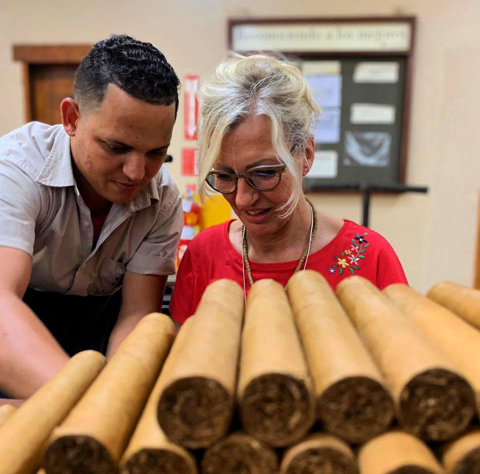 La Aurora Zigarren in der Manufaktor rollen