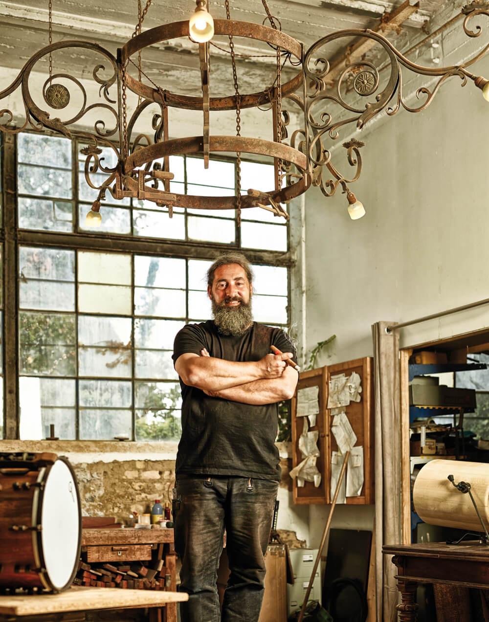 Boris Ritscher in seiner Schlagzeug-Werkstatt.