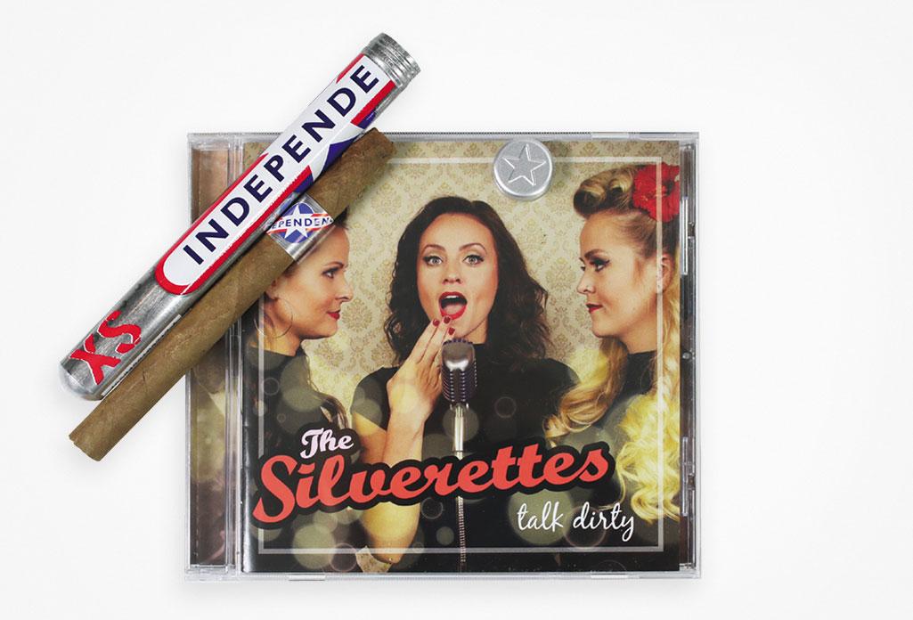 """Das Cover des Albums """"talk dirty"""" von den Silverettes. Davor: eine INDEPENDENCE XS mit Sumatra-Deckblatt."""