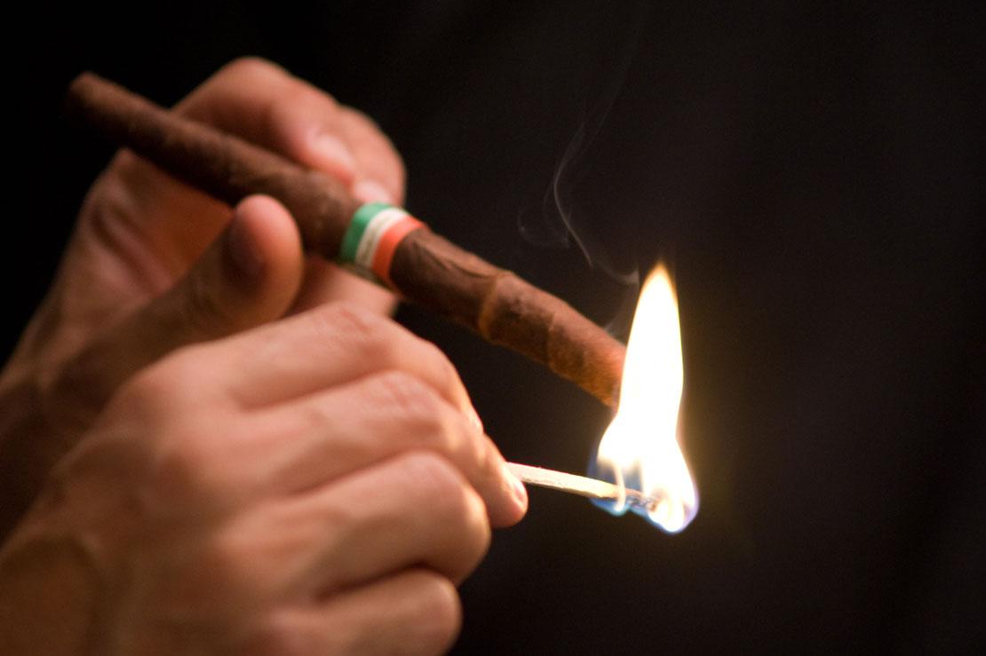 Toscano Zigarre ausmachen und wiederanzuenden