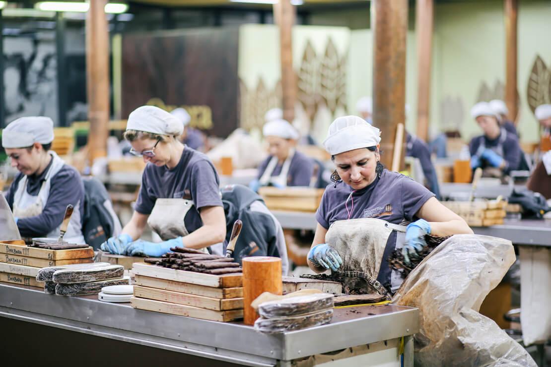Zigarrenrollerinnen in der Zigarrenfabrik von Toscano